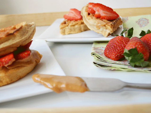 Strawberry_PB_Wafflewich_Strawberries